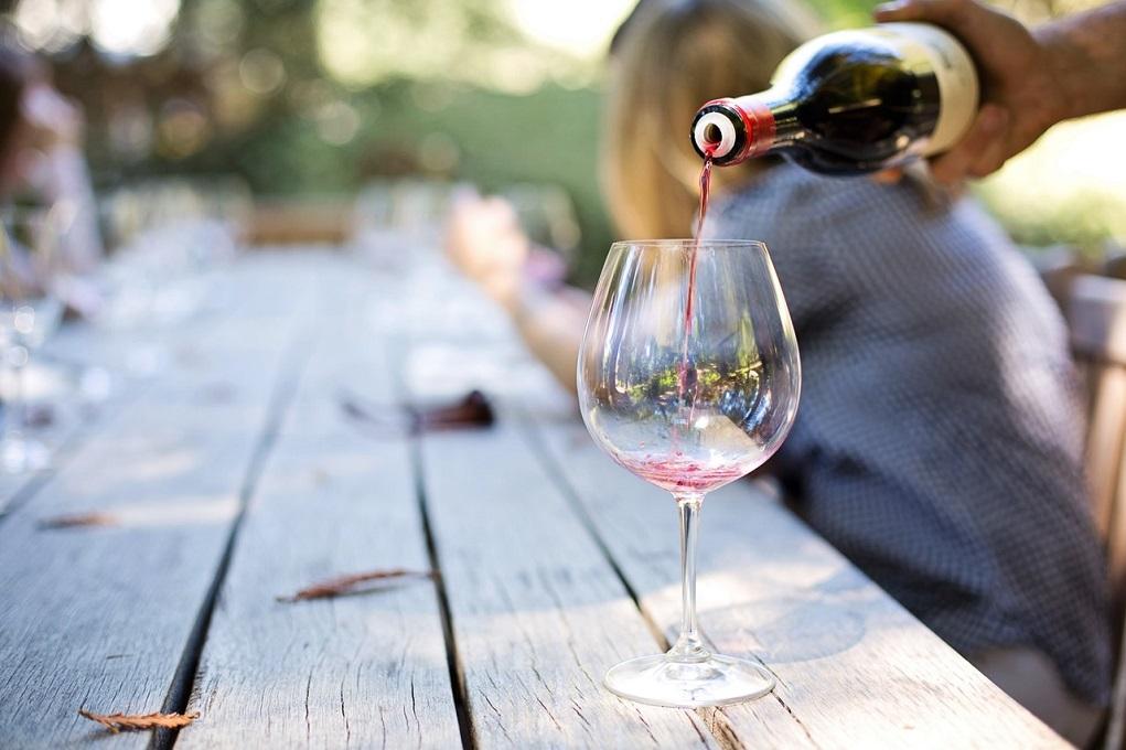 Tips voor een wijnproeverij in je eigen tuin